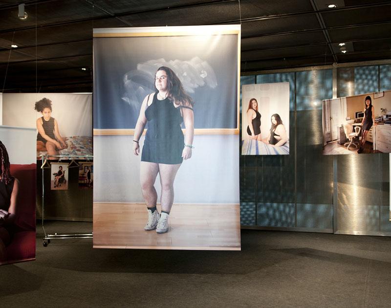 Litlle Black Dress, crítica a los cánones de belleza femeninos, en el Museo del Traje de Madrid