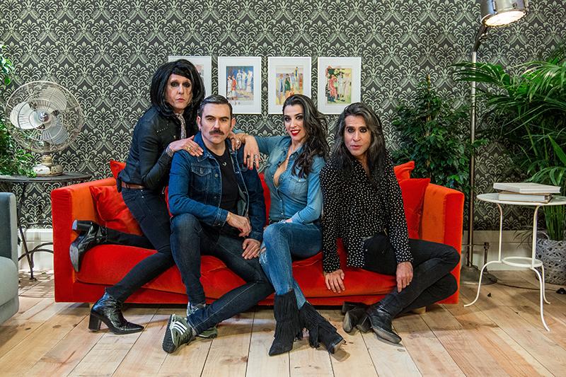 Las Nancys Rubias, conjunto musical invitado en Maestros de la Costura. Foto, Shine Iberia