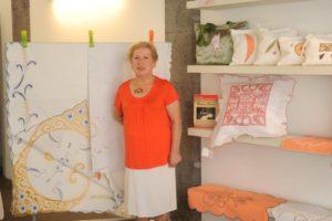 El bordado canario, protagonista en «La Sala» de la fundación grancanaria FEDAC