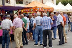 El hilado de lana, presente en la Feria de Artesanía de Medina de Pomar