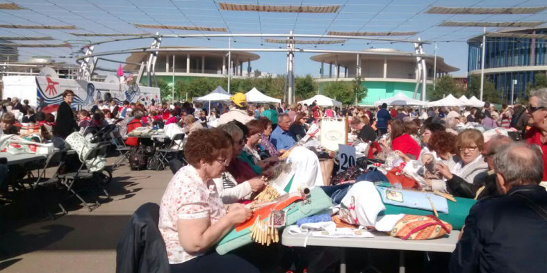 Más de medio millar de personas acuden al XVIII Encuentro de Encaje de Bolillos de Zaragoza