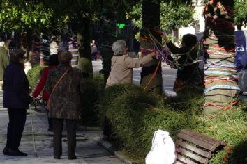 Ganchillo en la calle en el Día de la Discapacidad en Oviedo