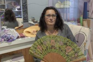 Esther Vicente, creativa de Artesviro, escuela y tienda de tocados y bolillos en Zaragoza