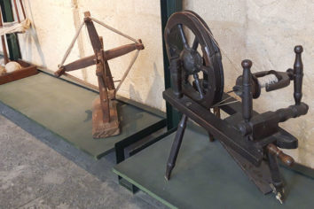 Ruecas, husos y agramaderas en el Museo Etnográfico Vasco